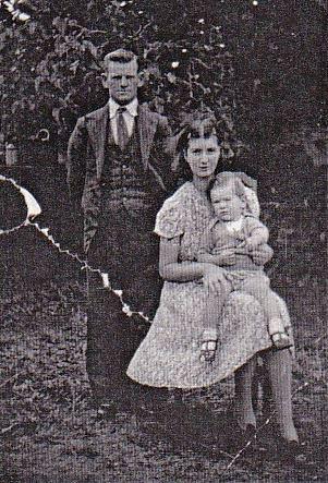Fred & Doreen Jones (nee Dunlop) with Barrie - c.1940