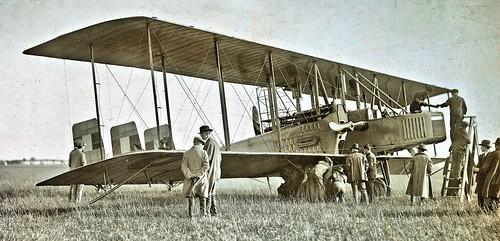 Pre-flight on Liberty Capronia Ca.5 Hazelhurst Field, Mineola LI Sept. 1918 NARA111-SC-30233-ac