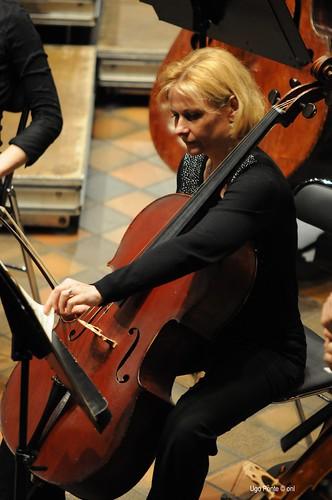 Edwige DellaValle (violoncelle)