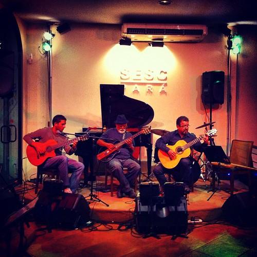 Felipe Ribeiro, Nego Nelson e Salomão Habib: violões vivos