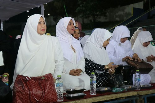 Kota Batu Bersholawat bersama Habib Syech Bin Abdul Qodir Assegaf dan dihadiri Wakil Gubernur Jawa Timur Syaifullah Yusuf di Stadion Brantas batu  (8)