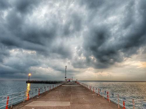 Güneş çabalıyordu Kara Bulutların arasından sıyrılıp şehri ıştımak için.   🌟👉 #ORDU 🚩                    🌟#twitter 🚩  🌟#Vsco 🚩                🌟#özç