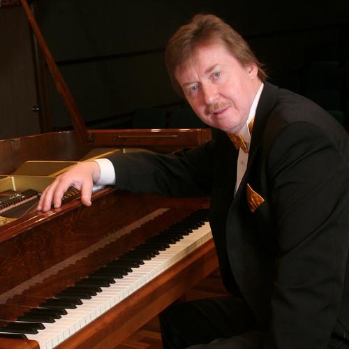 Nghệ sĩ dương cầm Ba Lan Karol Radziwonowicz