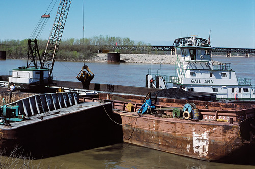 88d077: Gail Ann assisting as coal from damaged barge is transferred to another barge