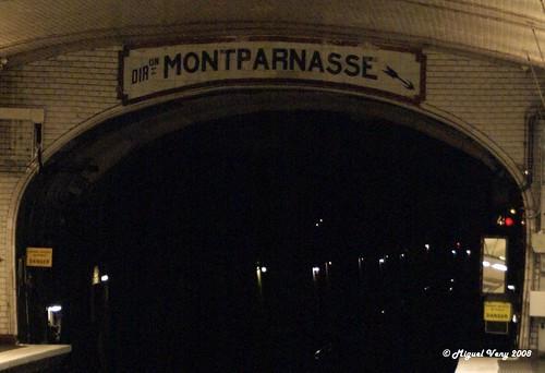 «Estación del Métro» Metro Solférino - Bulevar Saint-Germain / Place Jacques Bainville - Barrio: Quartier Saint-Thomas d'Aquin - VII Distrito (Palais-Bourbon) - París - Francia