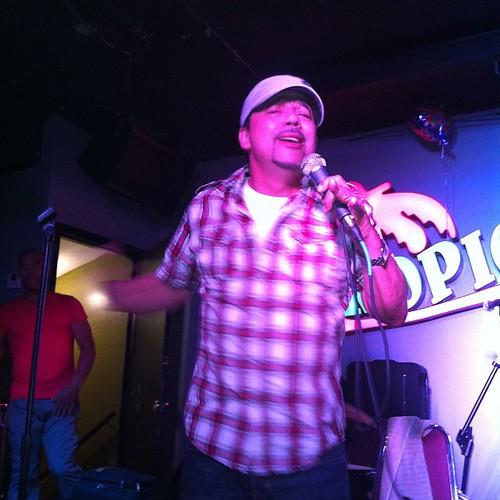 Karaoke Pal Pueblo en El Tropical Club con Kerubanda y Raulin Rosendo.