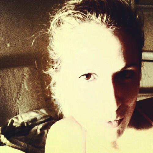 Morning... #dark #shadows #light #contrast #portrait #blonde #bed #photo #natubella