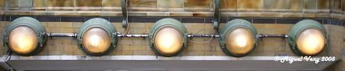 «Luces del Métro Solférino» Bulevar Saint-Germain / Place Jacques Bainville - Barrio; Quartier Saint-Thomas d'Aquin - VII Distrito (Palais-Bourbon) - París - Francia