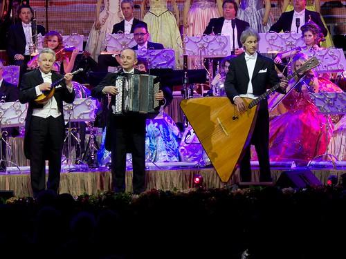 St Petersburg Trio (Sergej, Ivan, & Viktor);_Ruud_Agnes_Noël_Ward_Roger_Joëlle_Nadia  P1000478