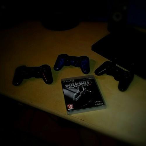 First Night Of Black Ops 2 #geek #photospray #asktejbzy #tejbz #followback #teamfollowback #iphonesia #instagood #instagram #tweegram #likeforlike #like4like #follow4follow #followforfollow #instadaylie #picoftheday #igswag #igdaily #instago #instafun #in