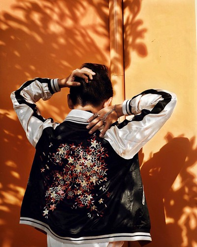 The search for a piece of the coveted satin floral bomber this season is over. Thank you @zaful for sending this over, I can now dance to Q Lazzarus & Garvey's Goodbye Horses 💃🎶 #zaful #fashion #style #satin #bomber #floral