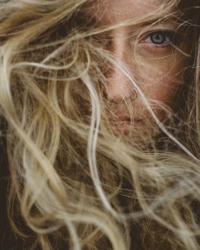 Samira in the wind