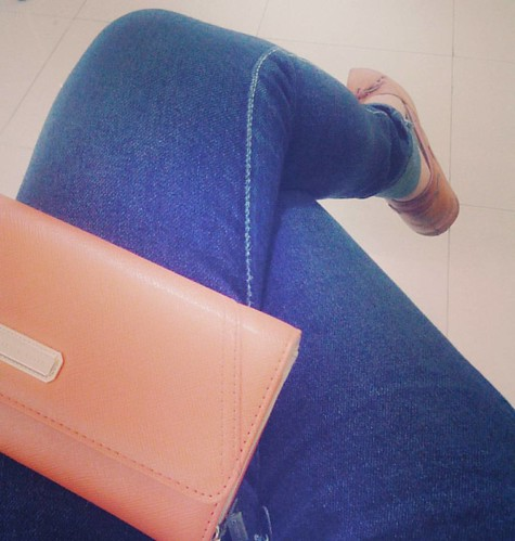 B O S E N..  #happy #weekend #sunday #bored #outfit #shoes #purse #charlesnkeith #jeans #khelsie