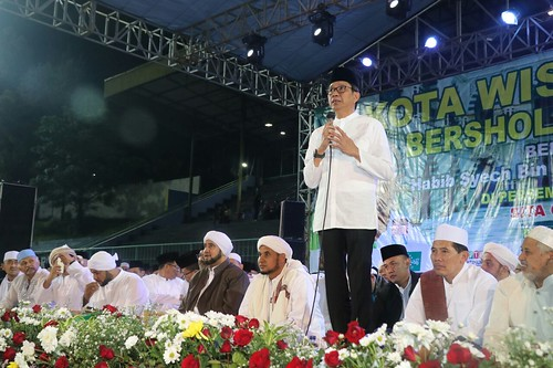 Kota Batu Bersholawat bersama Habib Syech Bin Abdul Qodir Assegaf dan dihadiri Wakil Gubernur Jawa Timur Syaifullah Yusuf di Stadion Brantas batu  (2)