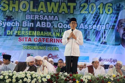 Kota Batu Bersholawat bersama Habib Syech Bin Abdul Qodir Assegaf dan dihadiri Wakil Gubernur Jawa Timur Syaifullah Yusuf di Stadion Brantas batu  (3)