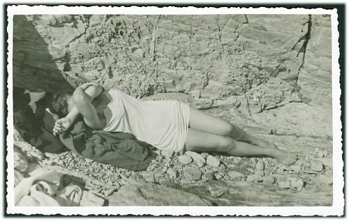5042 AMN year ca 1950. Shame Vergogna ντροπή Scham 恥辱 turp hanba honte Sram Unknown place and date. Antikvarijat Mali Neboder Rijeka. Croatia