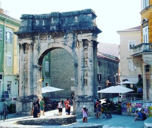 Pula, Arch of the Sergii