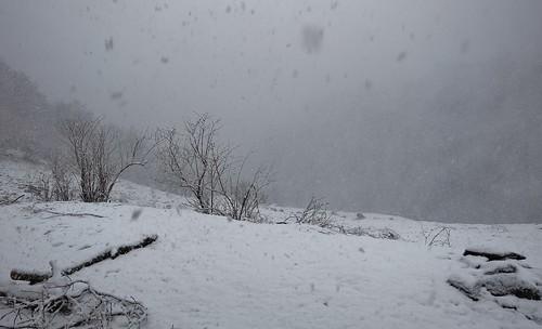 Randonnée vallée du Biros, Ariege, tempete de neige à la cabane de Grauilles