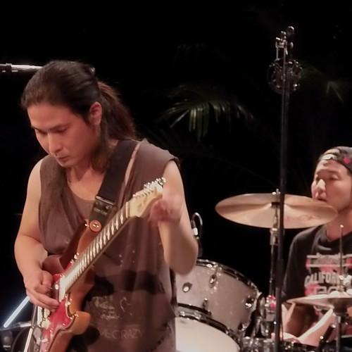 #1659 guitarist (宮平直樹) and drums (中村洋貴)