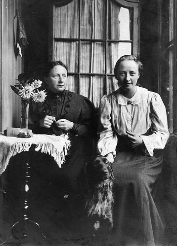 great-grandmother Egberta Engberts (1853-1936) and her daughter, my great-aunt 'Sis', (Egberdina Anna Hesselink, 1884-1976), Utrecht, approx. 1906