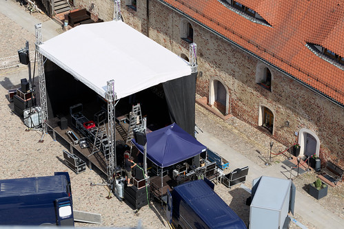 Bühnenaufbau im Burghof