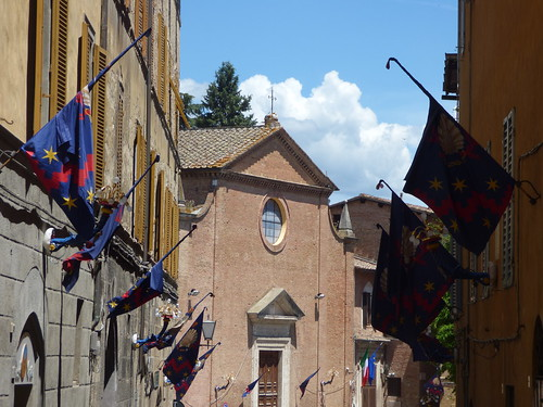 Chiesa di Santo Spirito - Via dei Pispini, Siena - flags - The Noble Conch Shell District (Nicchio)