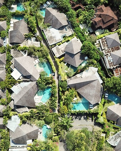 Offers a choice of one, two, three, and four bedroom #villas, each with its own distinctive design and all with an uncurbed feeling of space and openness. located in the heart of Seminyak, close to famous #KuDeTa , #PotatoHead beach club, chic restaurants